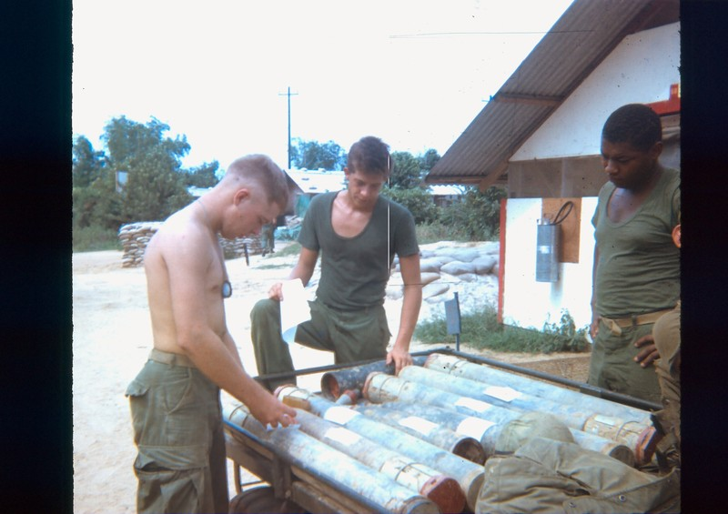 Go to 122 mm rockets captured in the rocket belt south of Da Nang item page
