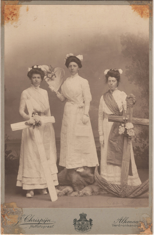 Go to Neeltje Termaat (1886-1975) with two unidentified women, circa 1908 item page