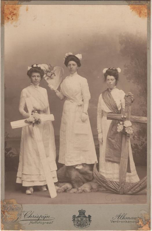 Neeltje Termaat (1886-1975) with two unidentified women, circa 1908