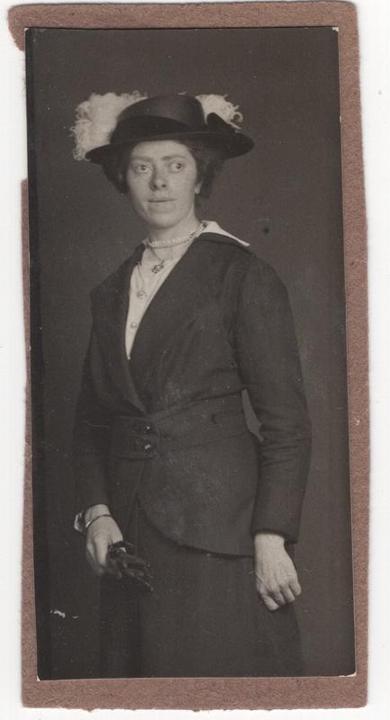 Neeltje Termaat (1886-1975), circa 1910