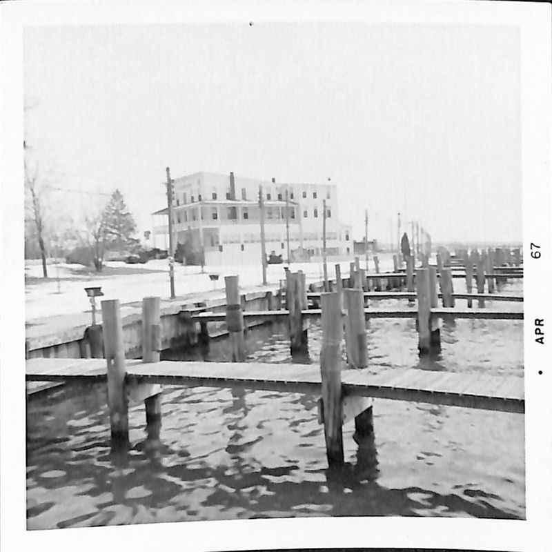 Go to Empty dock in black & white item page
