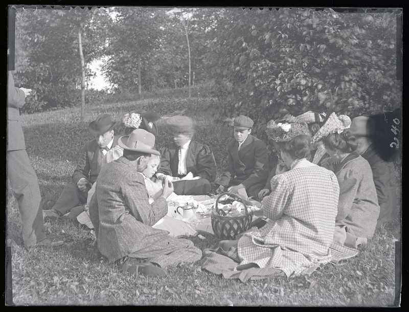 Go to Wisconsin. Thompson, Eckhardt, and Angus families picnicing at West Park item page